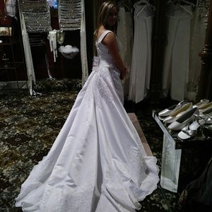 Alfred Angelo wedding gown size 6